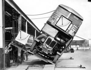 Prueba de inclinacion en los famosos autobuses de londres